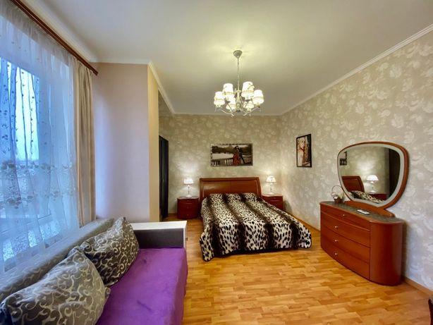Посуточно в Одессе 2-х комнатная ,8-ми местная квартира Малая Арнаутск