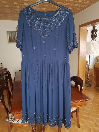 Granatowa sukienka na szczególne okazje