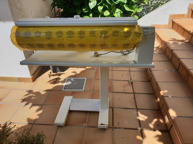 Máquina de passar a ferro de rolo MIELE nova - Modelo B895D