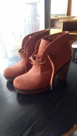 Buty botki na słupku obcasie kauczukowym wygodne stabilne rude brązowe