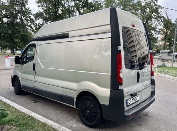 Opel Vivaro L2H2 - 2.5L груз серебро
