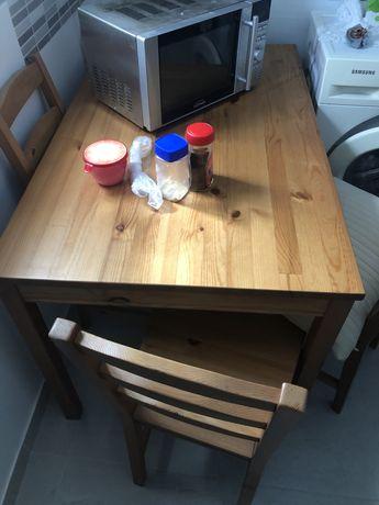 Mesa de jantar ikea em madeira com 4 cadeiras