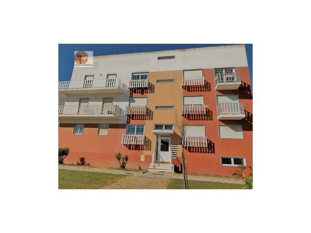 Imóvel Banco Apartamento em bom estado T2 Aveiras de Cima...
