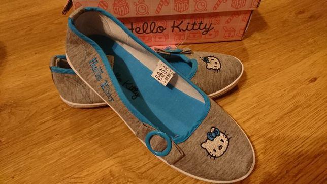 Sprzedam buty szmaciane z Hello Kitty