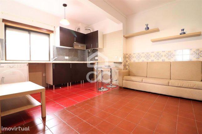 Apartamento remodelado com 2 quartos e arrumo no Vale das Flores!
