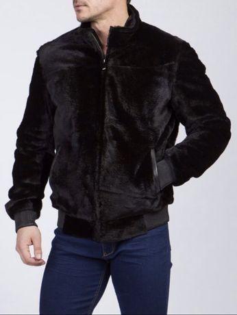 Мужская шуба б/у черного цвета из кенгуру. 52 размер