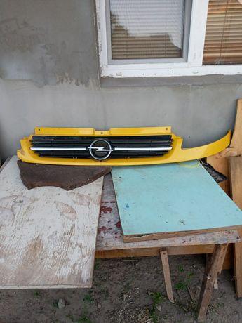 Продам решётку Opel Vivaro