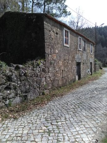 casa em pedra para recuperar -Pomar da serra-Espinhal