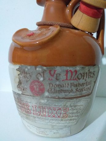 Antiga e rara Garrafa ceramica de whisky ye monks