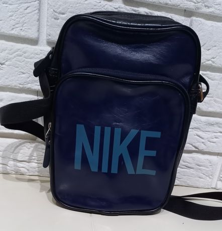 Granatowa torebka Nike