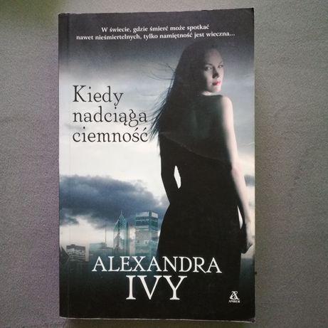 """Książka o wampirach """"Kiedy nadciąga ciemność"""" - Alexandra Ivy"""