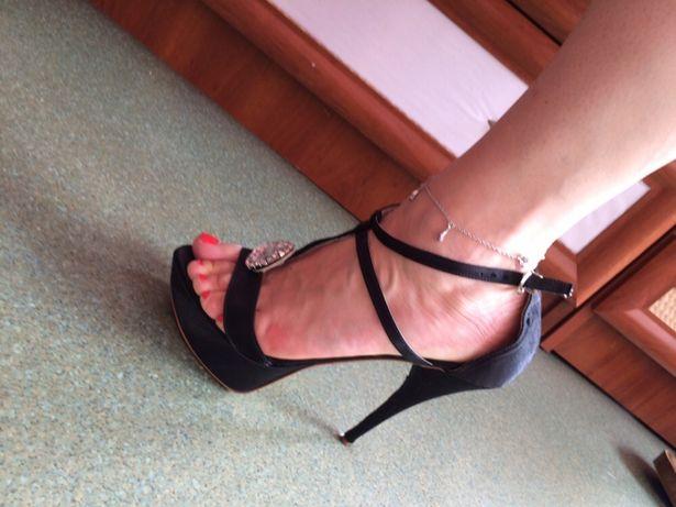 Czarne sandały na szpilce Venezia