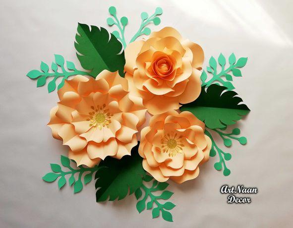 Kwiaty z papieru, dekoracja ślubna, tło za Młodymi