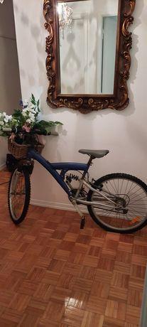 Bicicleta usada de adulto