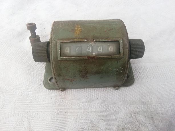 Stary ręczny licznik mechaniczny