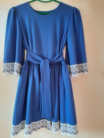 Продаю нарядное платье (весна-осень)