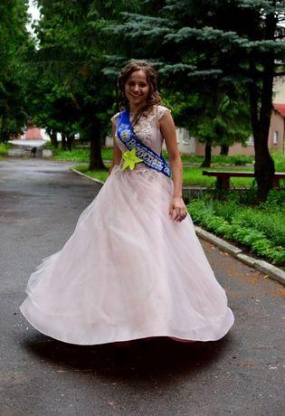 Жіночне випускне плаття