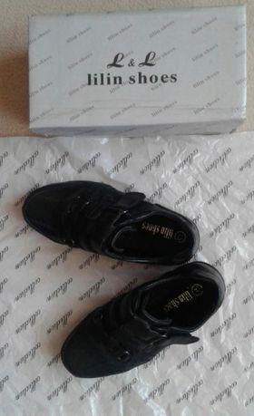 Продам туфли на мальчика 4-5 лет