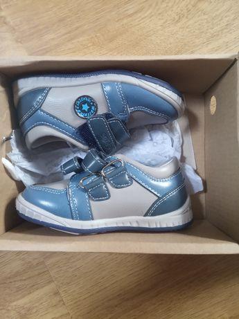 Nowe buciki dla chłopca.22