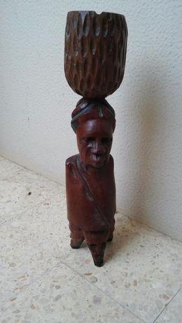 Cinzeiro de madeira africano