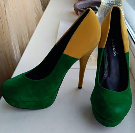 Туфли женские на каблуке 39р