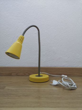 Candeeiro amarelo IKEA KVART secretária/mesa de cabeceira