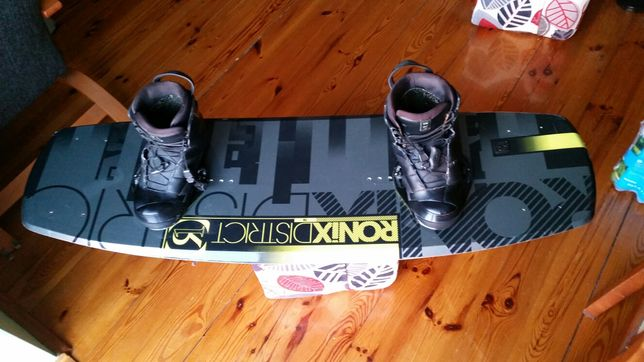 Wakeboard Ronix District R1 - 138cm + buty Ronix