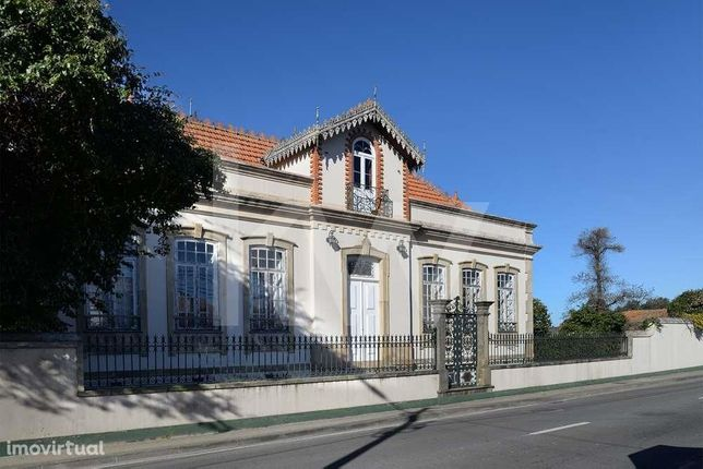 Quinta c/ Casa Senhorial do séc. XIX e terrenos p/construção em Ílhavo