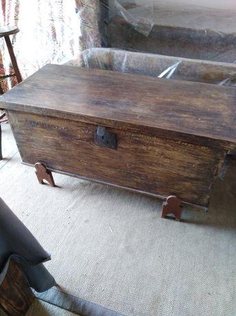 Arca antiga em castanho