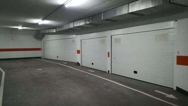 Vendem-se  Garagens - Solum