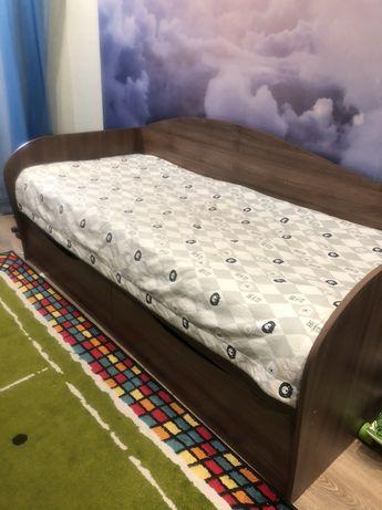 Продам кровать с матрасом!!!