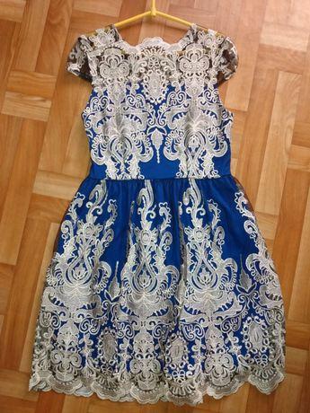Sukienka chabrowa z haftem rozm.m/L