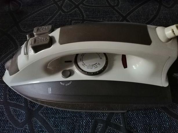 Утюг з парою Vitek VT-1201 BN