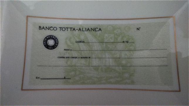Cinzeiro da Vista Alegre 1947/68 - Publicidade ao Banco Totta-Aliança
