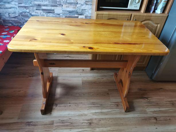 Stół drewniany..