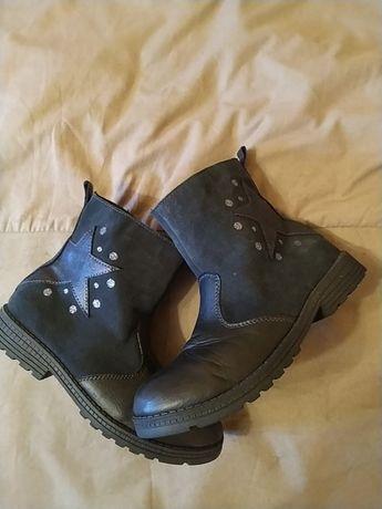 Ботинки кожаные замшевые для девочки.