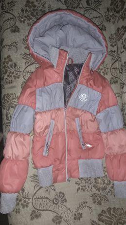 Курточка лёгкая как ветровка на девочку 4-5лет