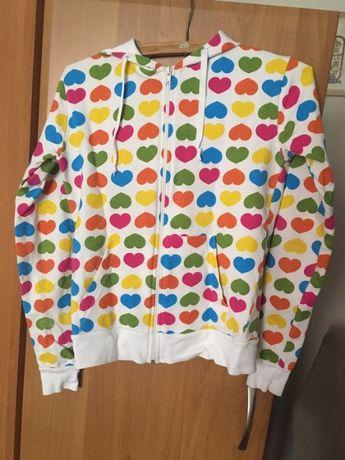 Bluza z kapturem w kolorowe serduszka rozm. S