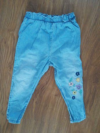 Spodnie jeans przewiewne wyszywane kwiatki r. 86 dla dziewczynki