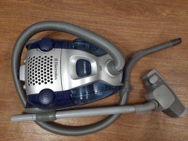 Продам пылесос Electrolux Cyclone XL