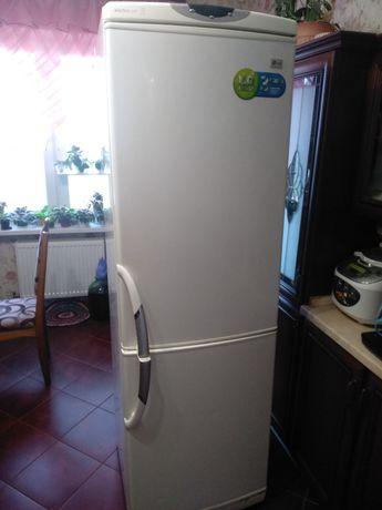 Холодильник LG двухкамерный б/у