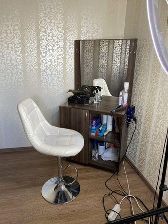 Трюмо , туалетный столик , тумба для парикмахера или визажиста