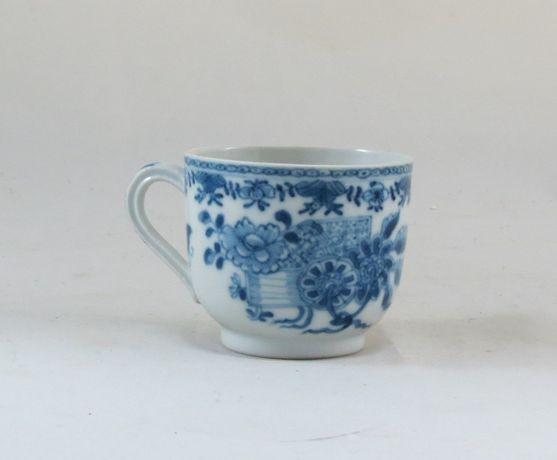 Chávena China Azul e Branco Companhia das Índias Período Qianlong;