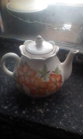 Продам фарфоровый чайник 3л