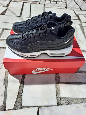 Nike Air Max 95 Black / White