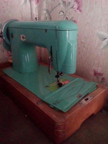 Машинка швейная 700р
