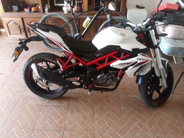Moto 125 benelli