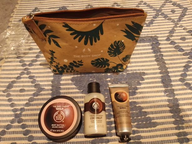 The Body Shop nutritivo Karité e bolsa de presente de coco