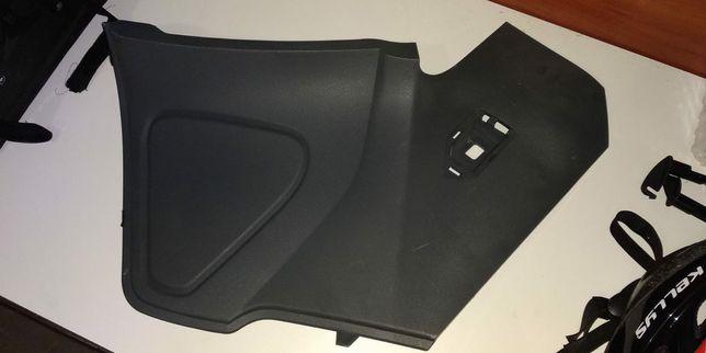 Ford C-Max od 2010 - dwie nakładki plastikowe maskujące tunel środkowy