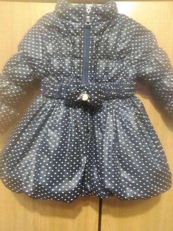 Красивая курточка - пальтишко на девочку в хорошем состоянии рост 86.